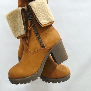 Camel boots 👢